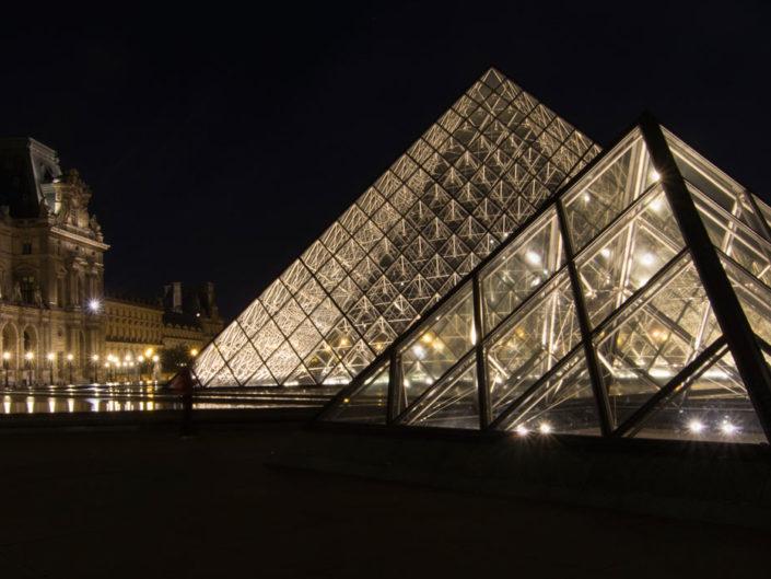 Voluptueuses pyramides du Louvre