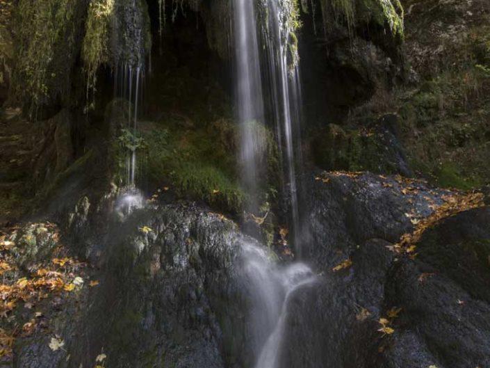 Filé d'eau sur la cascade du Val