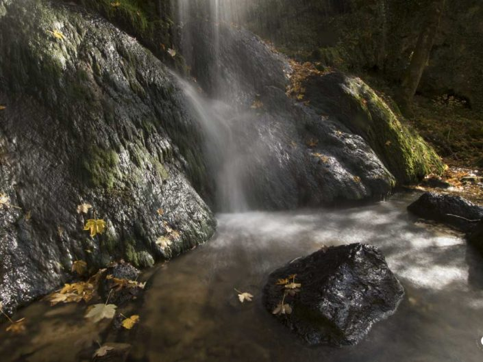 Photo de cascade avec filé d'eau