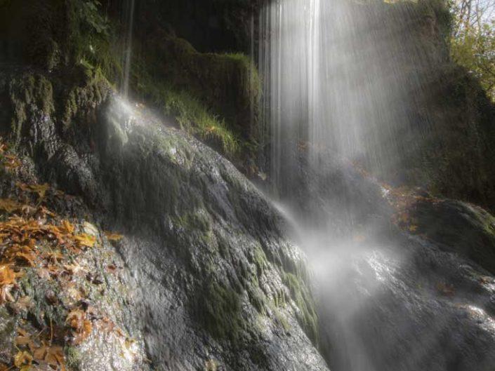 Poétique filé d'eau sur cascade