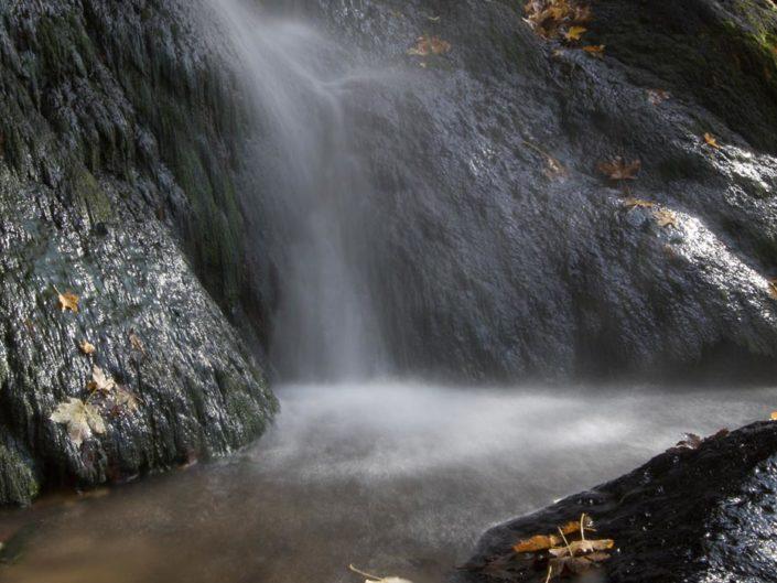 Filé d'eau féérique sur la cascade du Val