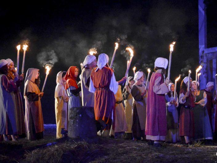 Flammes et fumées sur photo en clair-obscur spectacle Brebotte