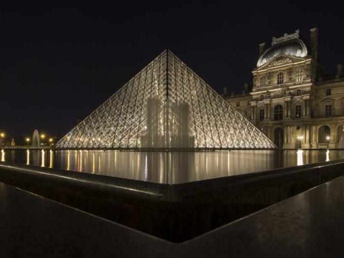 Photographie nuit bassins Pyramides du Louvre