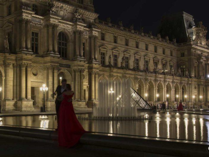 Photographie romantisme nuit Pyramides du Louvre
