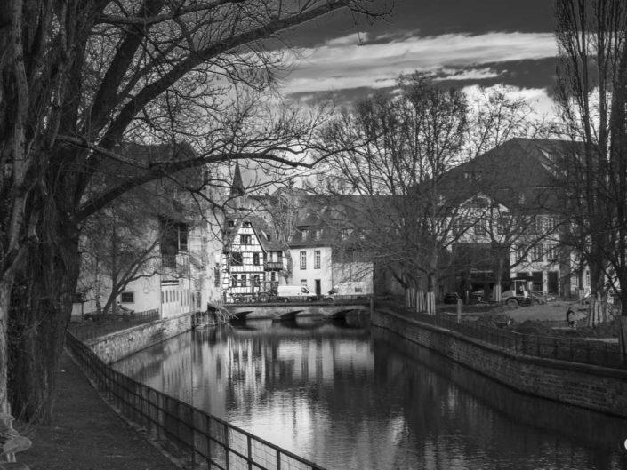 Canal Spitzmühle dans photo de Strasbourg en noir et blanc