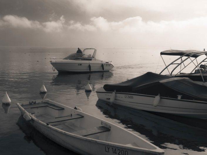 Photographie virage partiel bateau sur lac d'Annecy