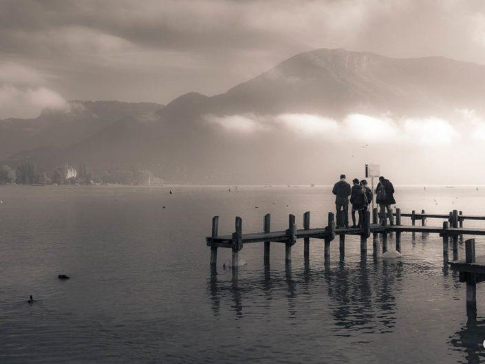 Photographie virage partiel pontons sur lac d'Annecy